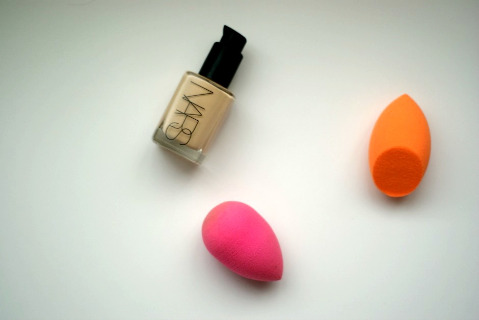 Beauty Blender vs The Miracle Complexion sponge